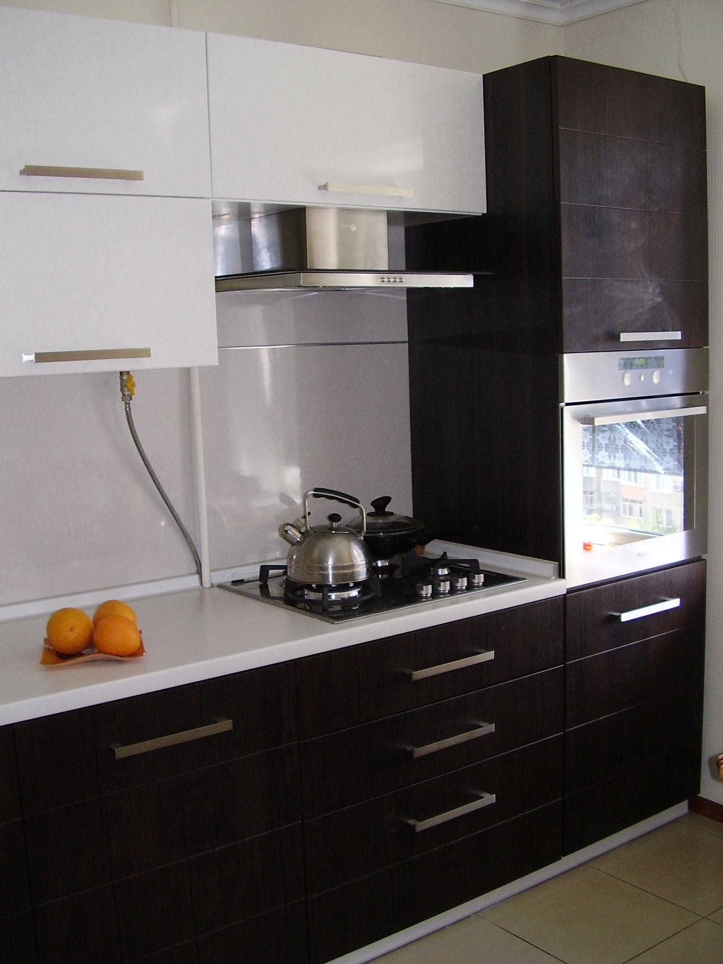 Кухня с встроенным духовым шкафом дизайн